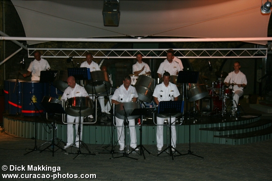 Steelband Kon Marine in Rif Fort.
